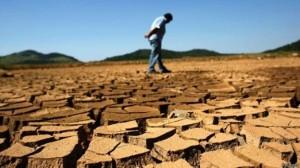 Seca na represa do Jaguari: crise da água é problema central para países emergentes (Foto: Reuters/BBC)