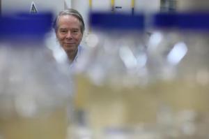 Epidemiologista americano Donald Francis esteve na PUCRS, em PortoAlegre, em setembro Foto: Lauro Alves / Agencia RBS